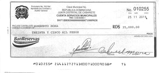 Aparece al frente del cheque, la firma de Gabriel Mora