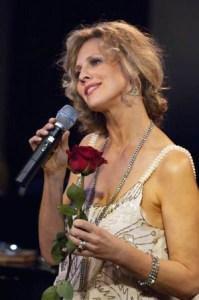 Sandy-Baimun-Singing-Cabaret-Scenes-Magazine