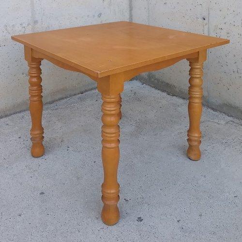 Taula de fusta massissa amb potes tornejades d'ocasió a cabauoportunitats.com