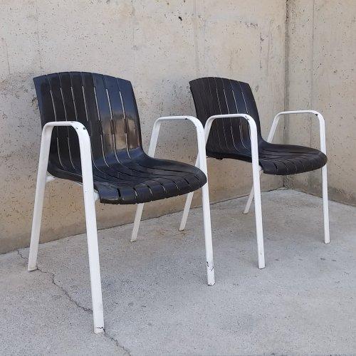 Cadira de plàstic i xapa per a terrassa d'ocasió a cabauoportunitats.com