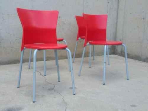 Cadira vermella de plàstic d'ocasió a cabauoportunitats.com Balaguer - Lleida - Catalunya