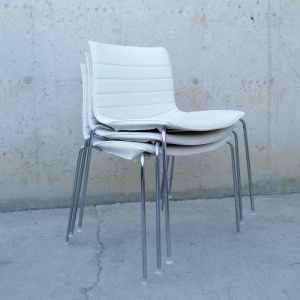 Cadira apilable cuir blanc encoixinat (3 uts) de segona mà a cabauoportunitats.com Balaguer - Lleida - Catalunya