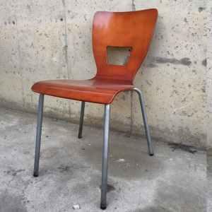 Cadira de fusta i tub d'acer de segona mà a cabauoportunitats.com Balaguer - Lleida - Catalunya