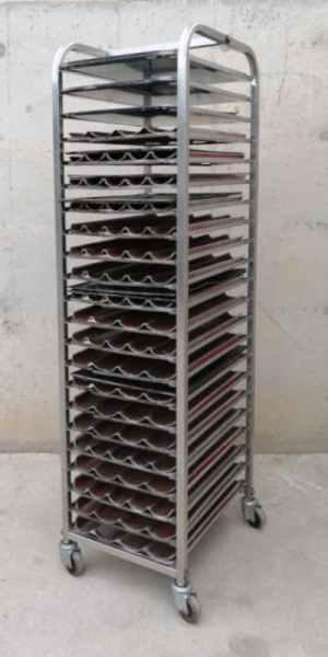 Carro inox 22 bandejas de 60x40cm de segunda mano en cabauoportunitats.com