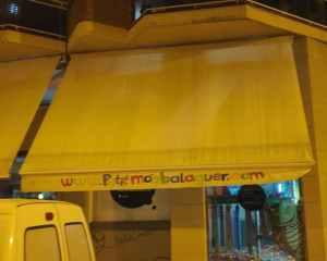 Tendal motoritzat de 500x350cm en venda per tancament d'empresa. Tendal en molt bon estat perfecte tant per a ús domèsic com professional en venda a cabauoportunitats.com Balaguer - Lleida - Catalunya