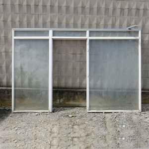 Cristalera con puerta de estructura de PVC de 340cm de largo en venta en cabauoportunitats.com
