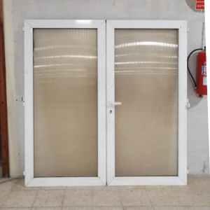 Puerta doble de PVC y plástico translúcido de segunda mano en venta en cabauoportunitats.com