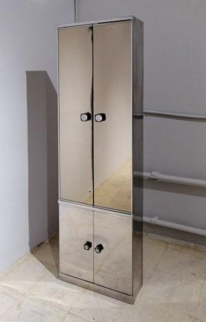 Armari d'acer inoxidable i mirall de segona mà en venda a cabauoportunitats.com Balaguer - Lleida - Catalunya
