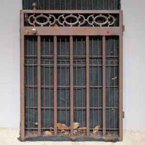 Porta de ferro de segona mà per a jardí en molt bon estat en venda a cabauoportunitats.com Balaguer - Lleida - Catalunya