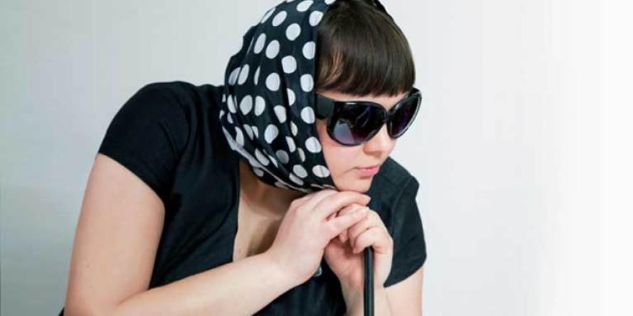 девушка,очки,зонт,вперед