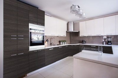 Select Inspire Black River and Metro Smooth White Kitchen