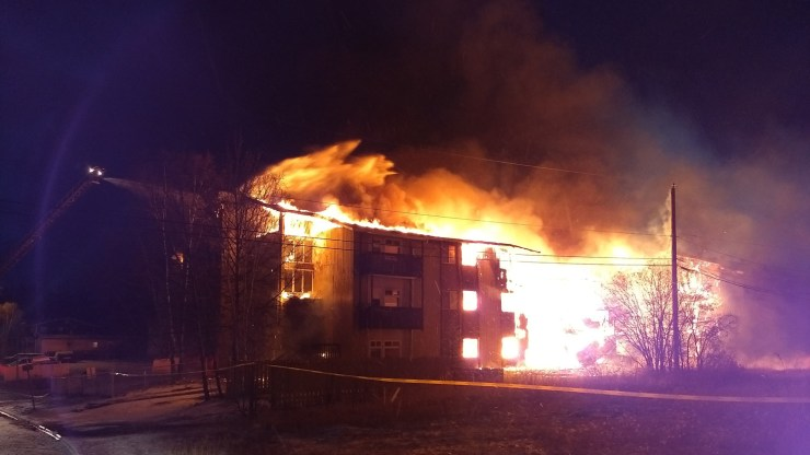 A fire burns at the Rockhill apartment complex on Yellowknife's 54 Avenue