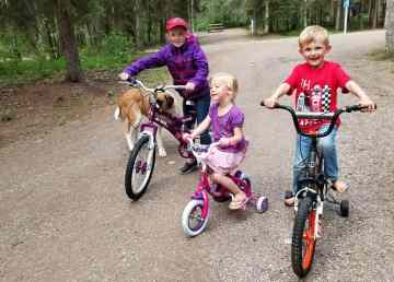 Mallory, Shyanne, and Joshua show off their new bikes at the Fort Simpson Territorial Campground. Margaret Doerksen/Photo