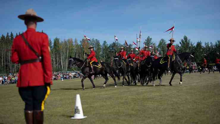 The RCMP Musical Ride shows off their choreographed moves to music in Hay River. Sarah Pruys/Cabin Radio