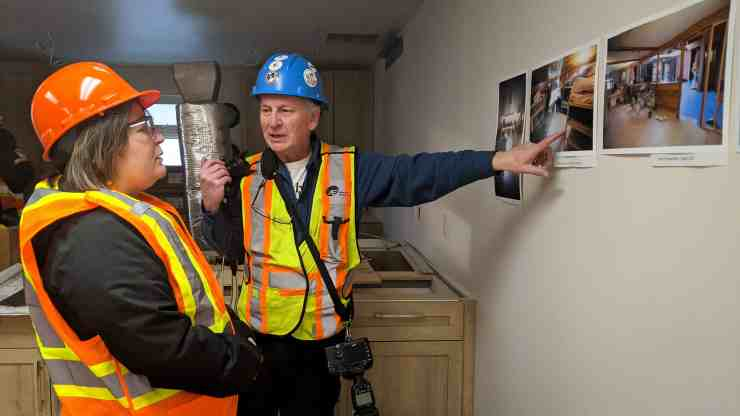 Photographer Bill Braden discusses renovation of the Yellowknife emergency women's shelter with housing minister Paulie Chinna
