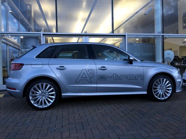 Audi a3 e-tron plug oin