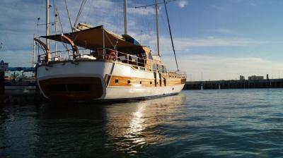 90ft Galeon Luxury Yacht Rentals in La Paz
