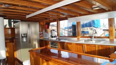 90ft-galeon-kitchen