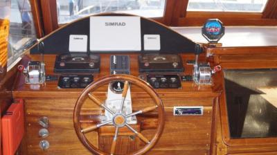 90ft-galeon-wheelhouse