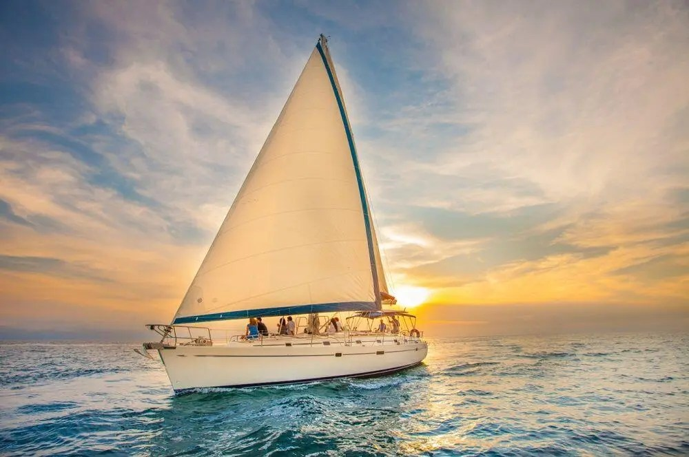 luxury-sunset-sail