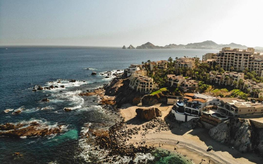 There are so many things to do in Cabo San Lucas. Try the adventure of a life time by signing up to parasail or paraglide.