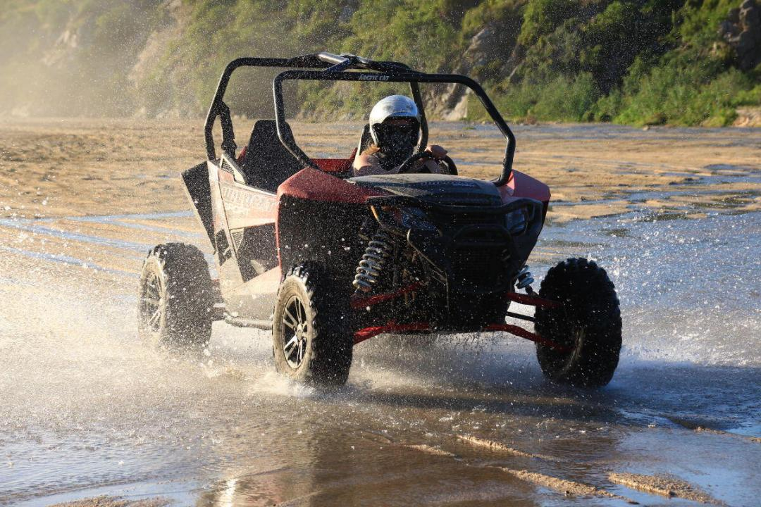 wildcat 1000cc hits the river bed