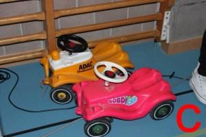 Die absurdesten Gesetze und Vorstösse der Schweiz beinhalteten unter anderem eine Helmpflicht für Bobby-Cars.
