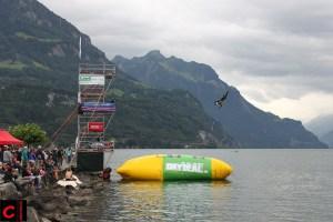 Eine der Attraktionen der Windweek: Blobbing auf dem Auslandschweizerplatz
