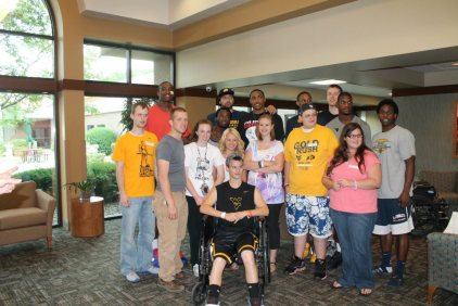 Zach-Miracle-76-Zach-with-WVU-Basketball-Team-at-HealthSouth-2012-07-19