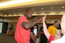 Zach-Miracle-91-Zach-with-WVU-Basketball-Team-at-HealthSouth-2012-07-19