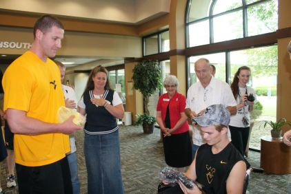 Zach-Miracle-92-Zach-with-WVU-Basketball-Team-at-HealthSouth-2012-07-19