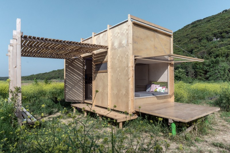 cabin-on-border-so-architecture-residential-turkey-prefabricated-moving-walls_dezeen_2364_col_0