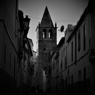 Cáceres iglesia de Santiago desde calle Caleros