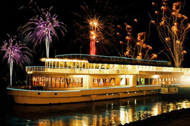 budapest-new-year-s-eve-gala-dinner-cruise