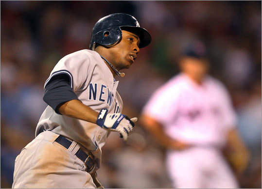 Curtis Granderson hit a solo home run in the 10th inning off Jonathan Papelbon to put the Yankees ahead 2-1.