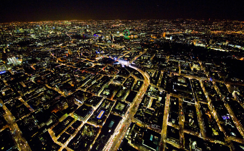 Looking down Regent Street to Piccadilly Circus and Soho. (© Jason Hawkes)