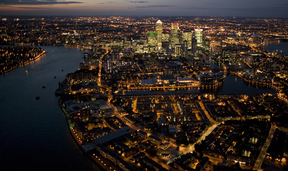 The view above Canary Wharf. (© Jason Hawkes)