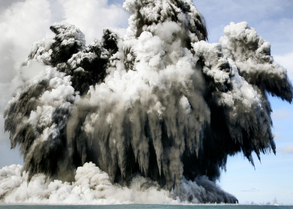 An undersea volcano erupts off the coast of Tonga on March 18, 2009. (Dana Stephenson/Getty Images)