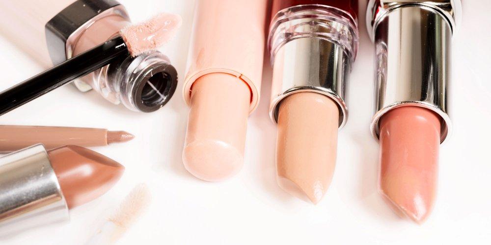trouver la couleur de rouge a levres nude ideale c est souvent un vrai casse tete trop clair trop fonce trop rose trop marron vous n arrivez pas a