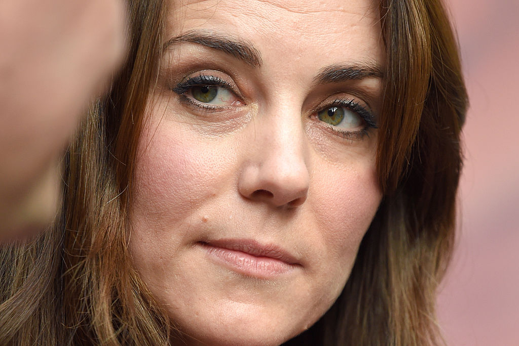 Whats Troubling Duchess Kate Is The Prince Watching