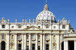 Skip the Line: Vatican Museums Walking Tour including Sistine Chapel, Raphael's Rooms and St Peter's