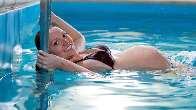 Résultat de la recherche pour femme enceinte Qui va nager