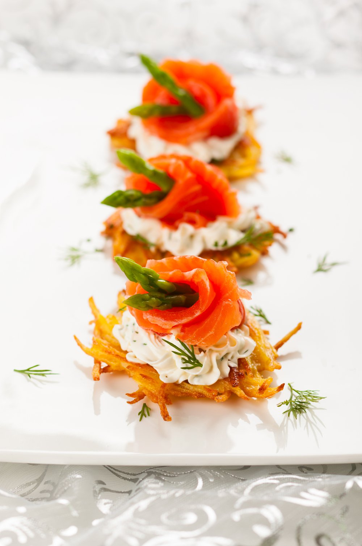 le saumon peut etre frais ou fume en tranches en des en tartare ou cuit il est un incontournable des fetes de noel visez donc toutes nos idees pour