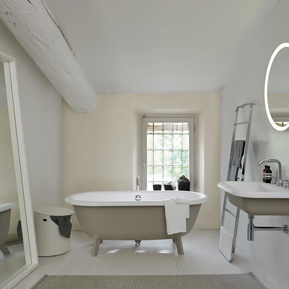 Petite baignoire pour petite salle de bains  Marie Claire