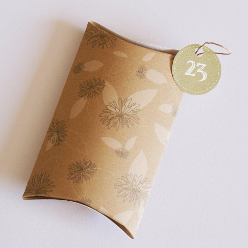 Fabriquer Une Pochette Cadeau En Papier Imprim De Dahlia