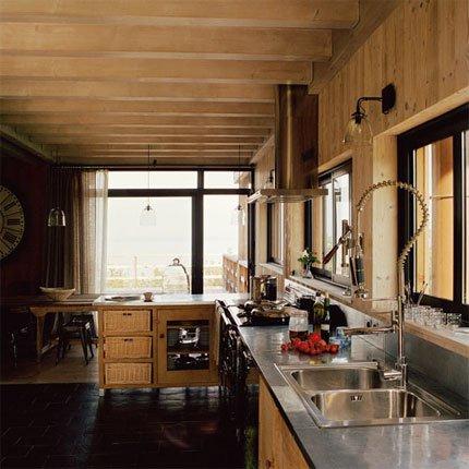 Une cuisine en bois pour une ambiance chalet de montagne  Marie Claire