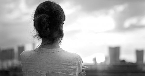 Comment ne plus voir peur de la solitude   Marie Claire