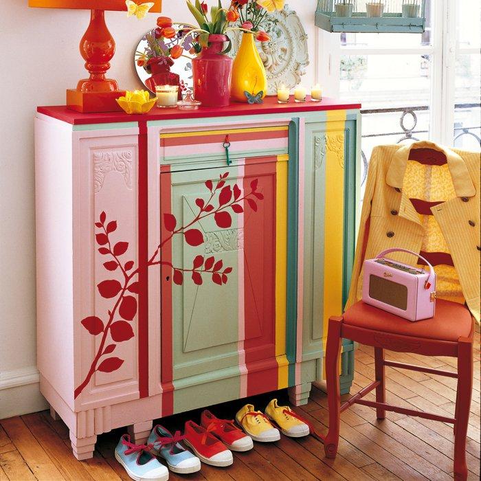 Un Buffet Ancien Peint De Rayures Colores Marie Claire