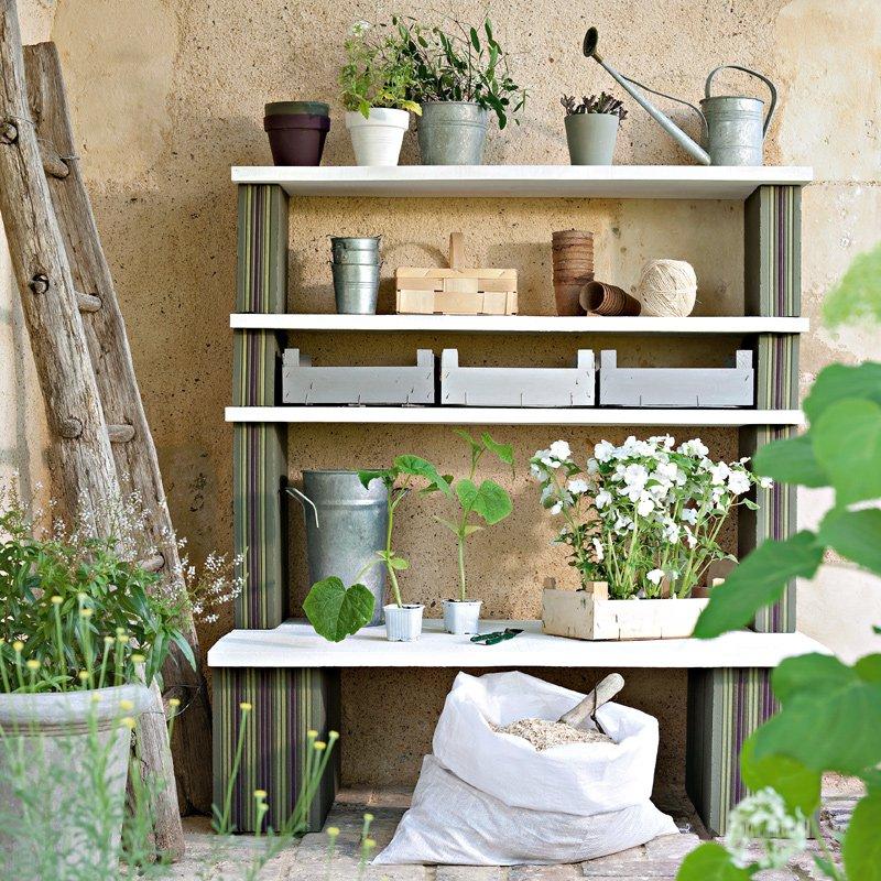 Un meuble de jardin avec des briques peintes  Marie Claire
