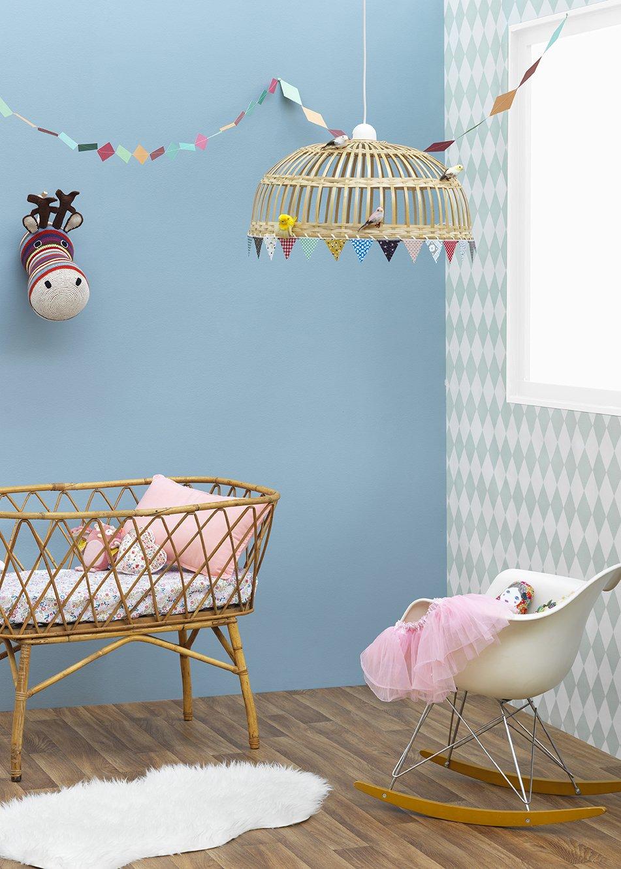 pour accueillir bebe dans un environnement paisible et agreable la marque de peinture zolpan propose une collection de peintures dediees a la chambre de